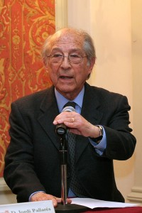 D.José Corredor Matheos recitando el poema dedicado a la obra de Jordi Pallarès